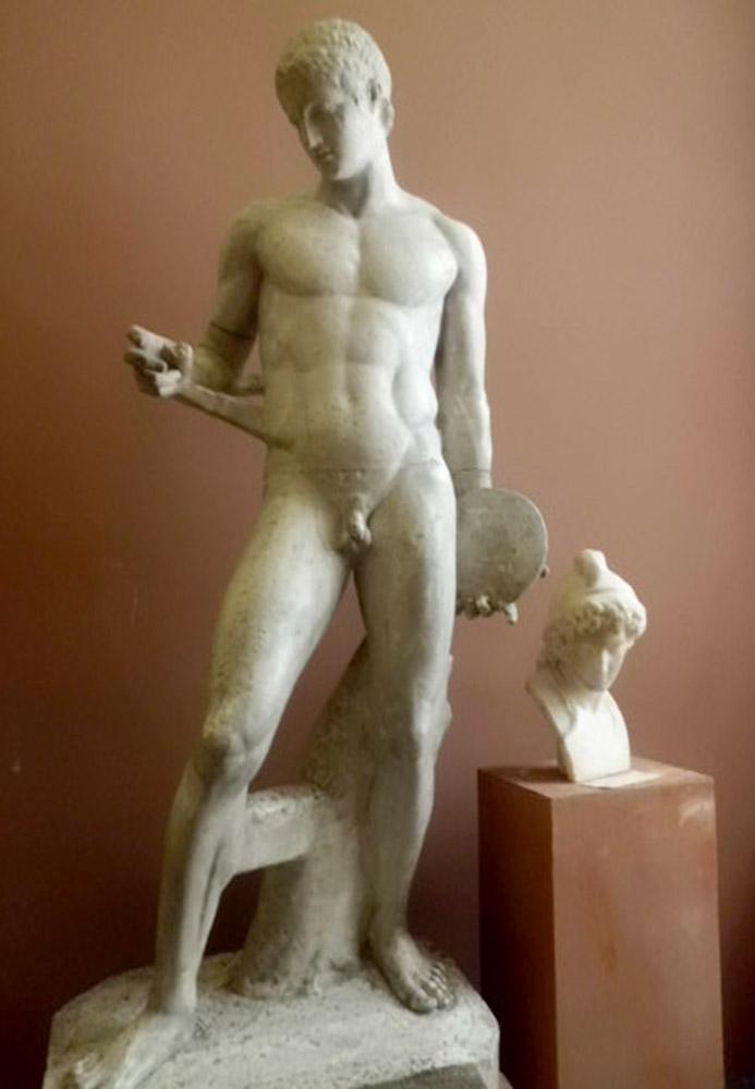 Красивые статуи обнаженных